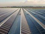 Panneaux solaire sur le toit d'une serre